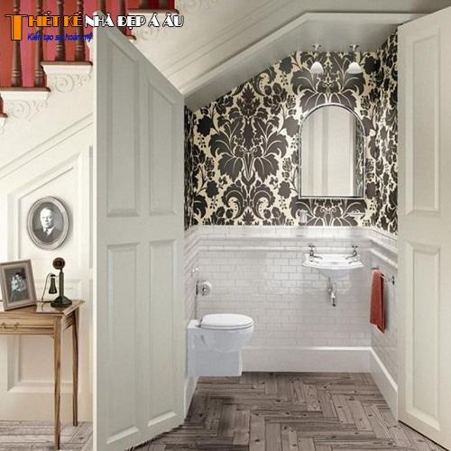 Trang trí nhà vệ sinh đặt bên trong cầu thang