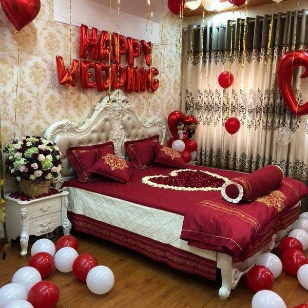 Không gian phòng cưới sặc sỡ đầy tình cảm