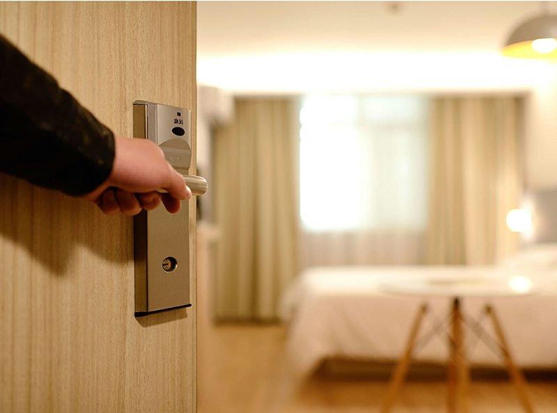 Mẫu cửa gỗ công nghiệp lắp ở phòng ngủ