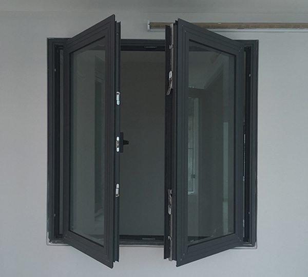 cửa sổ nhôm kính cường lực