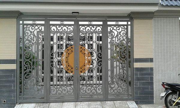 Mẫu cổng sắt 4 cánh