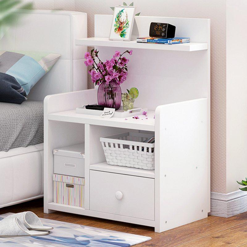 tab nhựa giá rẻ trang trí trong phòng ngủ
