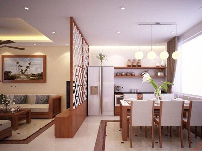 vách trang trí giữa phòng khách và phòng bếp