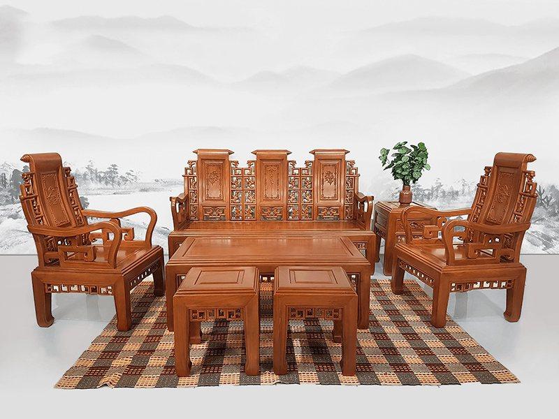 Bộ bàn ghế gỗ tự nhiên đặt tại phòng khách